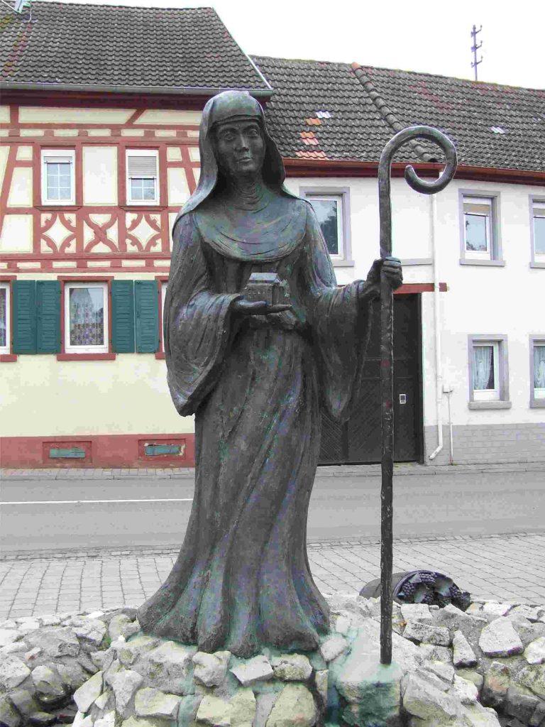 Lioba's statue at Schornsheim